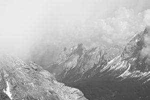 Wolken ziehen über den Waxensteinkamm.