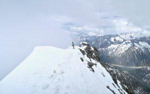 Am Gipfel angekommen ist die Sicht leider schon ziemlich eingeschränkt.