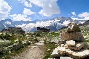 Bergseehütte vor großer Kulisse