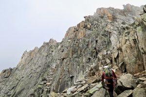 Wir gehen weiter zum Gipfelgrat.