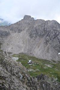 Von der Oberstdorfer Hammerspitze kann man bereits die Hütte sehen.
