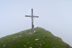 Immerhin am Vorderunnütz gibt es ein Kreuz am Gipfel.