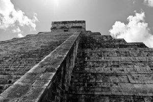 Auf der Pyramide steht der Tempel des Kukulkan, der gefiederten Schlange.