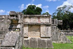 Toltekischer Adler und Maya-Jaguar: Hinweise auf eine kulturelle Verschmelzung.