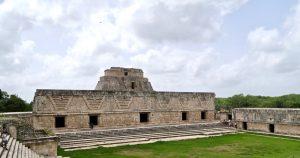 Der Größte der umbauten Höfe in Uxmal