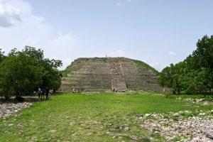 Alles wurde in Izamal nicht überbaut und einige Pyramidenreste haben überdauert.