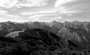 Herrlicher Karwendelblick, auffallend spitz rechts der Bildmitte das Sonnjoch