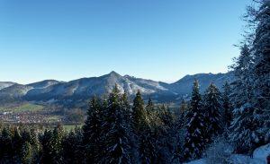 In Talnähe ist die Schneelage noch etwas dürftig.