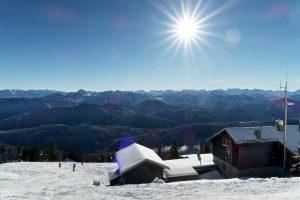 Herrliche Aussicht am Gipfel des Brauneck