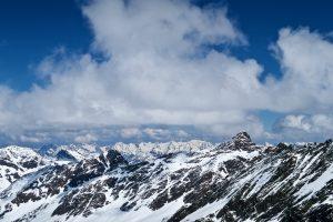 Bekannte Gefilde: Zwischen Lampsenspitze und Zischgeles grüßt das Karwendel.