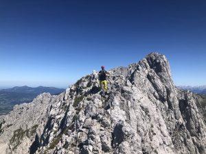 Gipfel Regalmwand