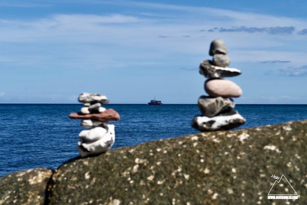 Steine und Schiffe