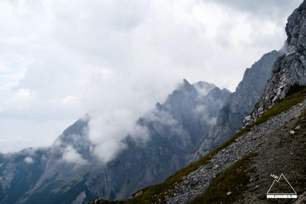 Wolken und Berge